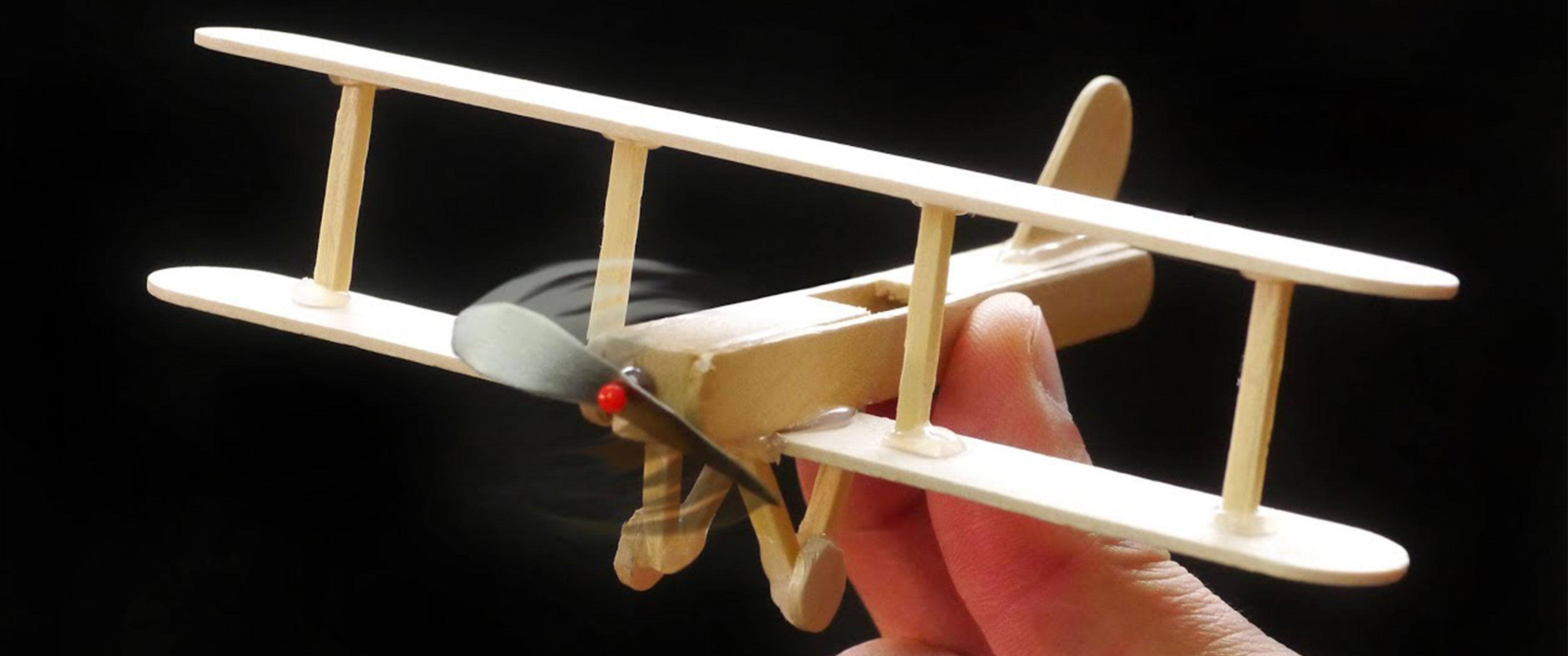 Fabriquer un petit avion en bois